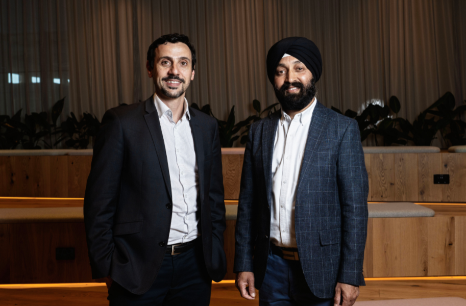 Endua CEO Paul Sernia and CSIRO lead scientist on hydrogen research Dr Sarb Giddey